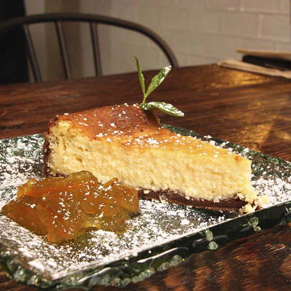 New York Cheesecake: Tarta de queso crema con salsa de naranja